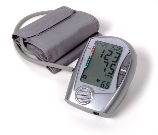 merjenje-krvnega-tlaka-640
