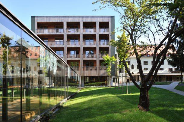 Hotel Balnea je sodoben dizajn hotel in sodi po mnenju vodiča Lonely Planet med najboljše hotele v Sloveniji