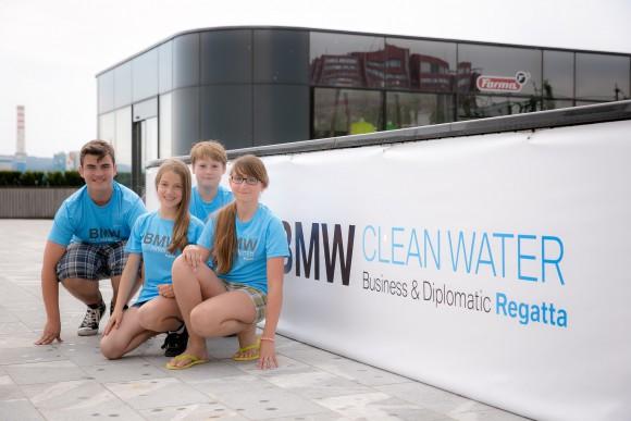 Slovenski zmagovalci projekta »Voda povezuje« prihajajo iz OŠ Marije Vere Kamnik, prepričali pa so s projektom »Z vodo brez olja do čistega okolja«