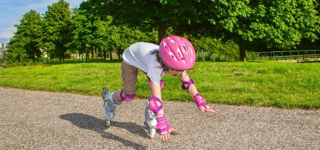 Otroci so radovedni, razigrani, aktivni in radi preizkušajo svoje zmožnosti. Radi so na prostem, v naravi, na igrišču, kjer se hitro zgodi kakšna poškodba. Dejstvo je, da so nezgode otrok pogoste ...