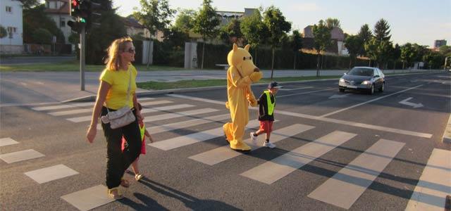 Se vedno ustavite pri rdeči luči na semaforju, čeprav je cesta popolnoma prazna? Se vedno pripnete z varnostnim pasom, tudi če se peljete samo tristo metrov? Ste na cesti otrokom vedno v zgled?
