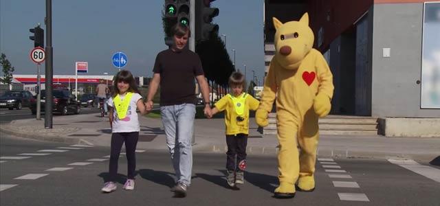 Otroci so med najranljivejšimi udeleženci v prometu, zato je njihova zaščita urejena celo z Zakonom o varnosti cestnega prometa.Če pobližje pogledamo, kako otroci dojemajo promet, se ...