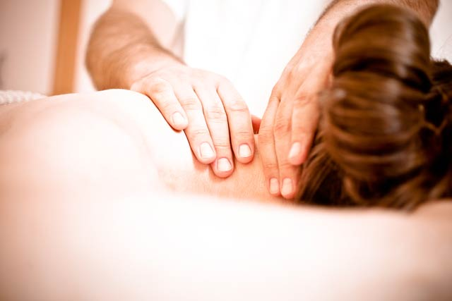 Medicinska-masaža-Ogrin,-Masaža-vratu