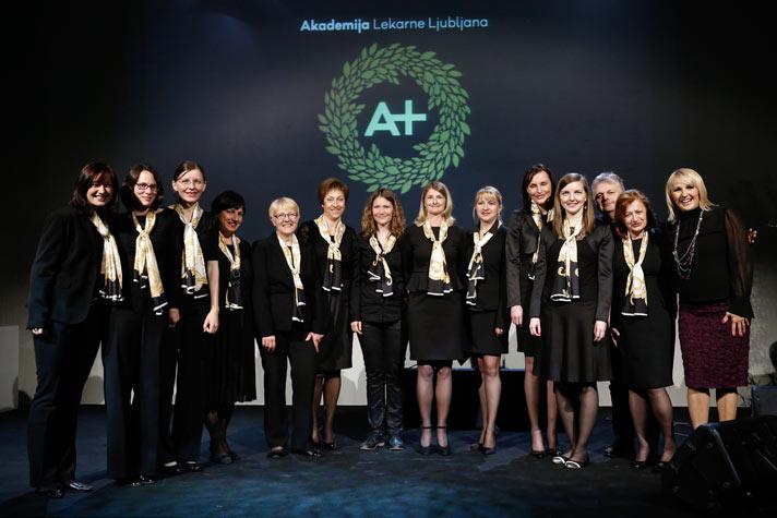 Na dogodku 1. Akademiji Lekarne Ljubljana, ki je potekal v Lutkovnem gledališču Ljubljana, je zapel tudi pevski zbor Lekarne Ljubljana skupaj z Alenko Godec.