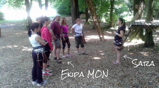 sara-instruktorica-v-parku-napis