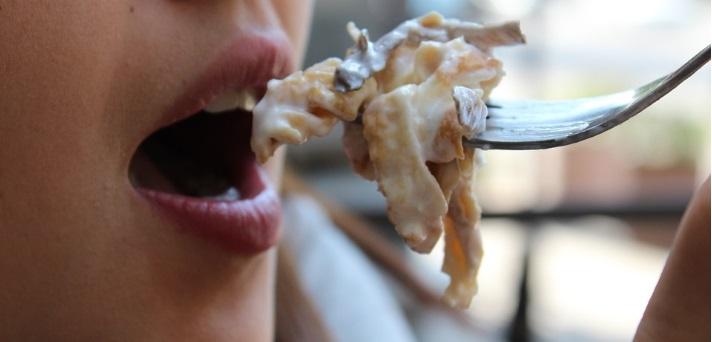 7 stvari, ki niso priporočljive po obroku hrane