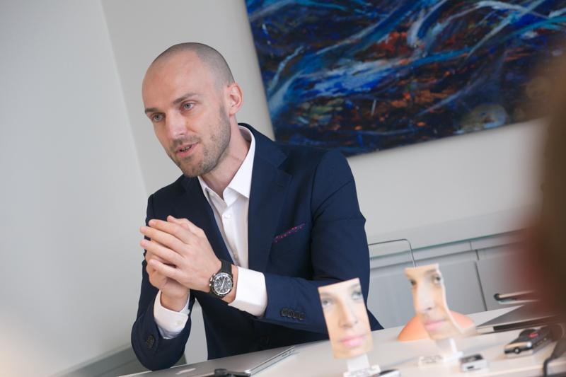 Dr. Andrej Repež, dr. med. je razložil kako poteka posvet pred estetskim posegom.
