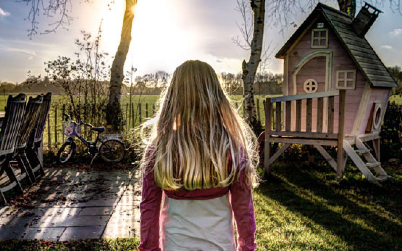 otrok - deklica v stresu