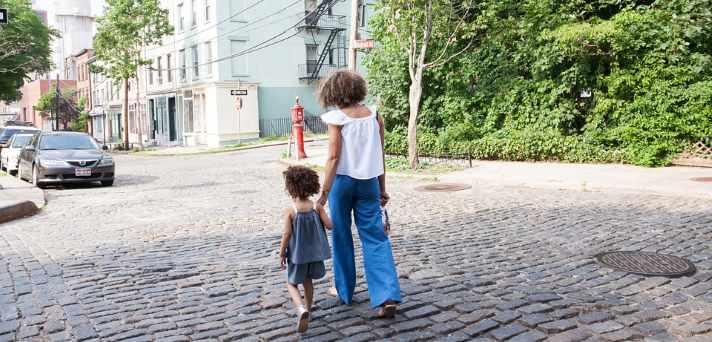 Kako lahko starši naučite svoje otroke varnosti v cestnem prometu