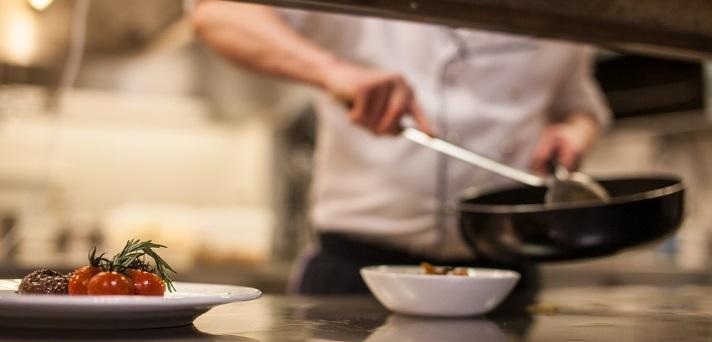 Kuharska okrepitev za sodobno ljudsko kuhinjo
