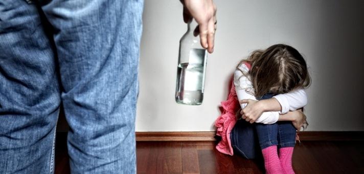 Alkoholizem ali druge zasvojenosti v družini pri otroku puščajo posledice