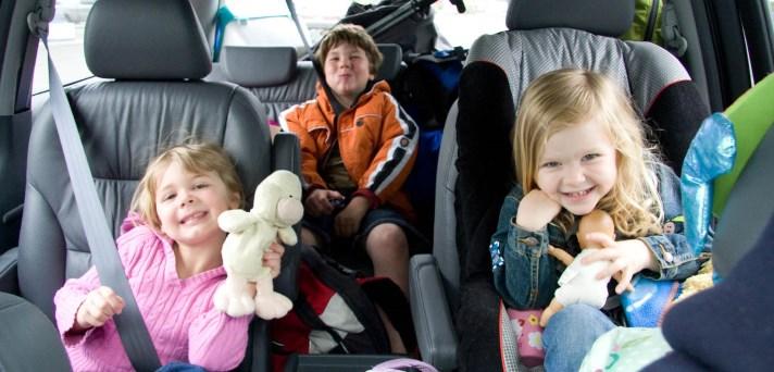 8 zabavnih iger za dolge vožnje z otroki v avtu