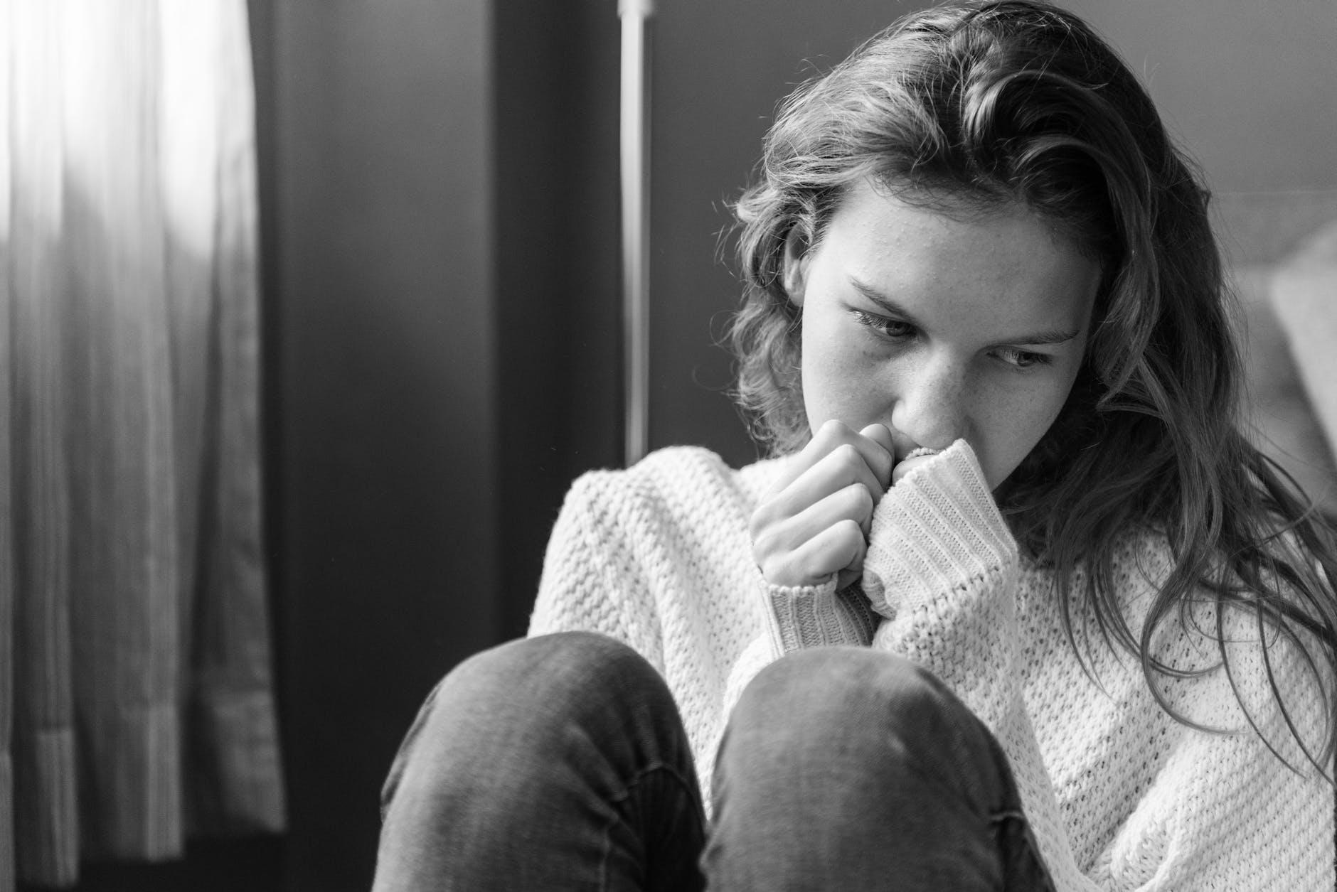 zena ucenik trema strah zabrinutost skola problem