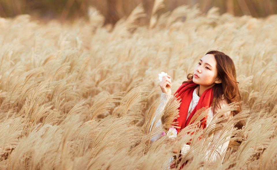 zena alergija polje biljke pelud