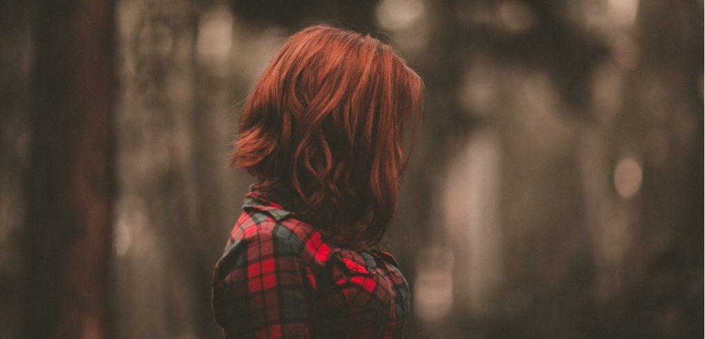žalost dekle osamljenost