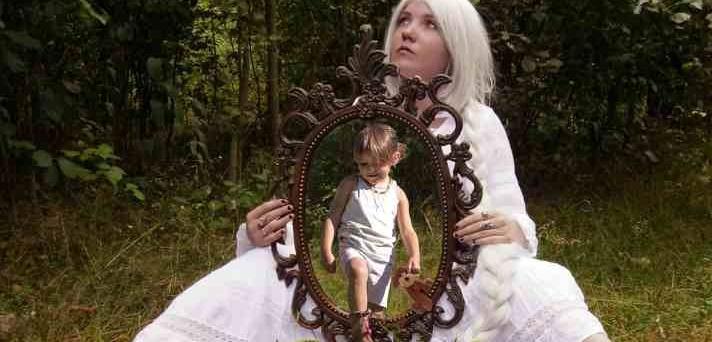 Javna tribuna: Posledice čustvenega zanemarjanja v otroštvu na kasnejši odnos do sebe