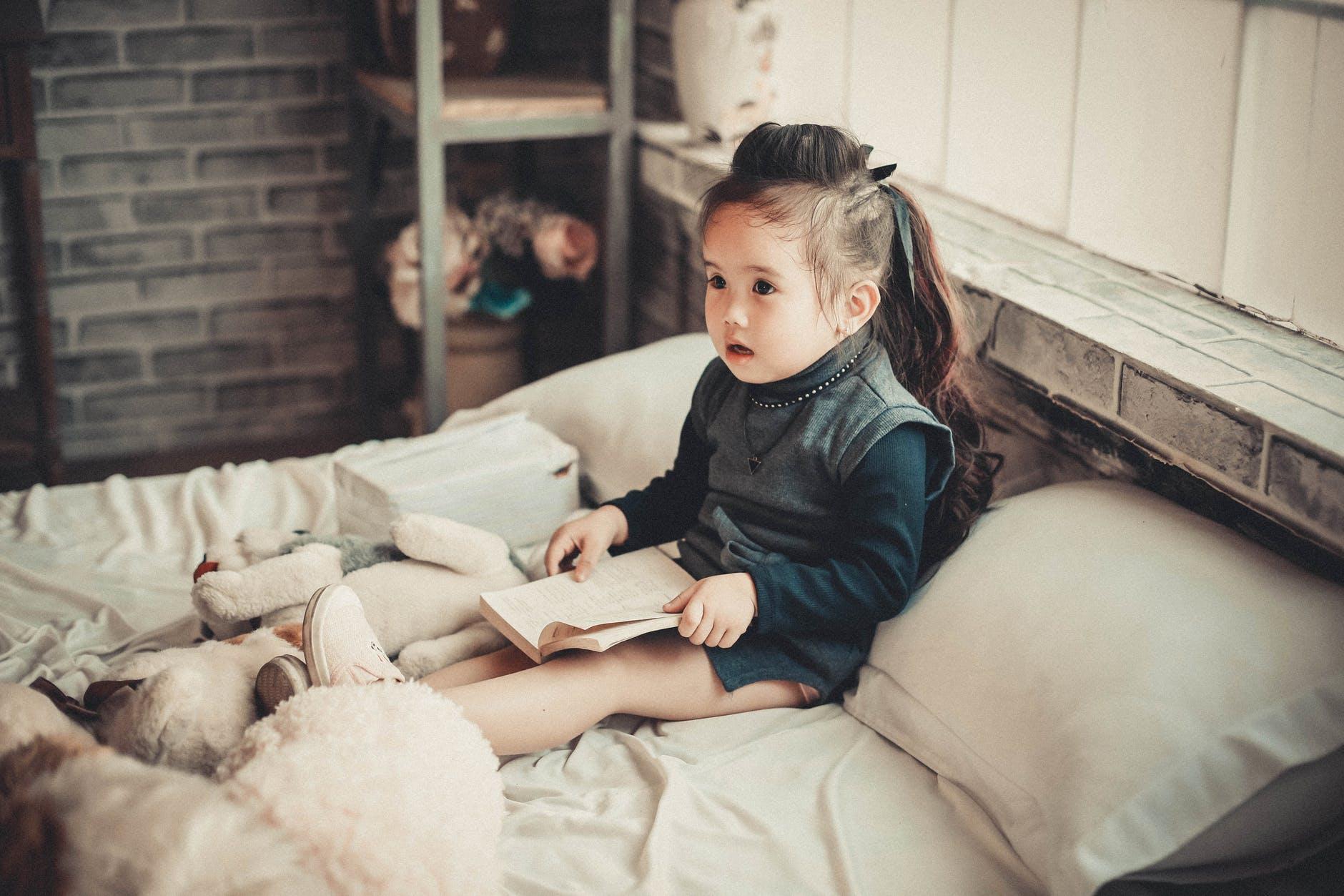 dijete krevet spavanje citanje mozak