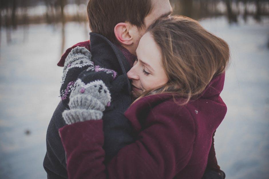 zima snijeg zagrljaj toplina