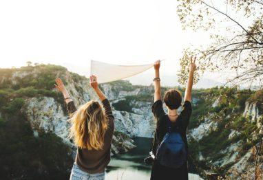 prijateljici se medseboljno podpirata in motivirata. Tako dosežeta uspeh.
