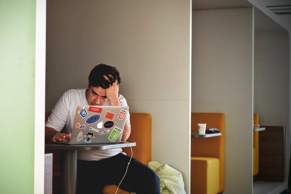 muskarac problem laptop istrazivanje zabrinutost