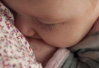 novorojencek v mamino naročje