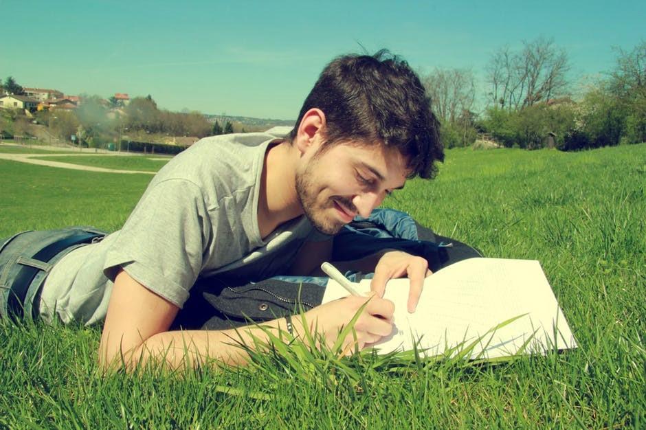 muskarac trava priroda biljeznica dnevnik plan