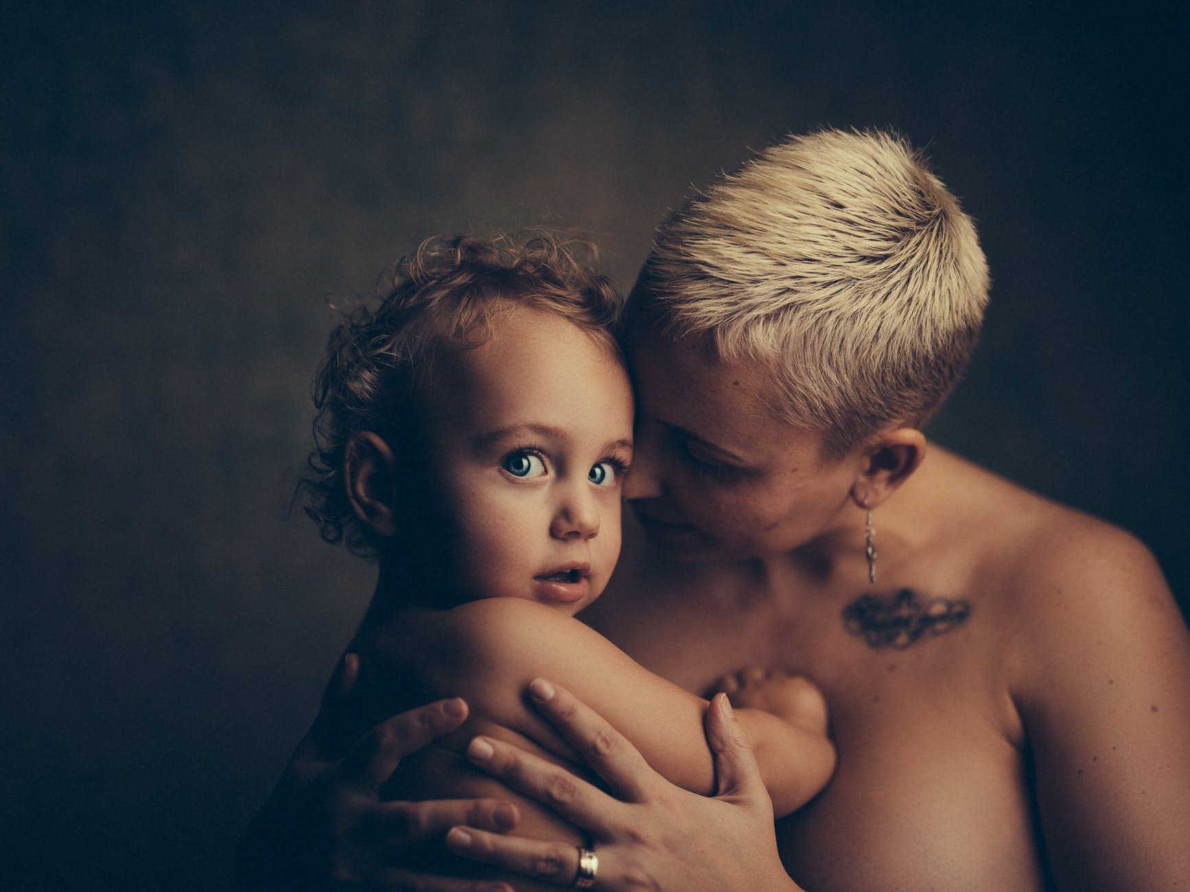 zena majka dijete dojenje mlijeko