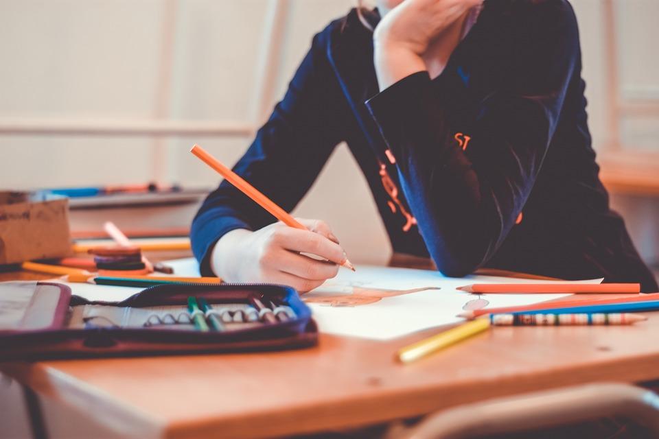 skola ucenik bojanje nastava motivacija