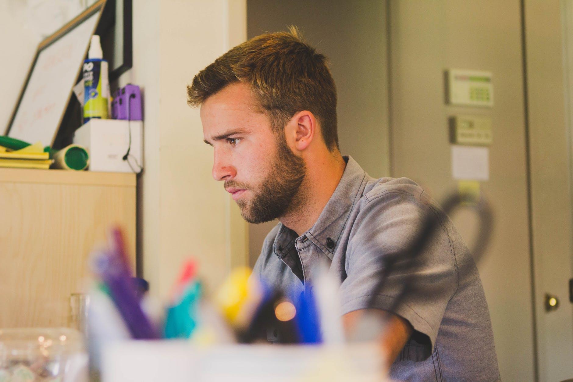 muskarac posao koncentracija paznja posao motivacija