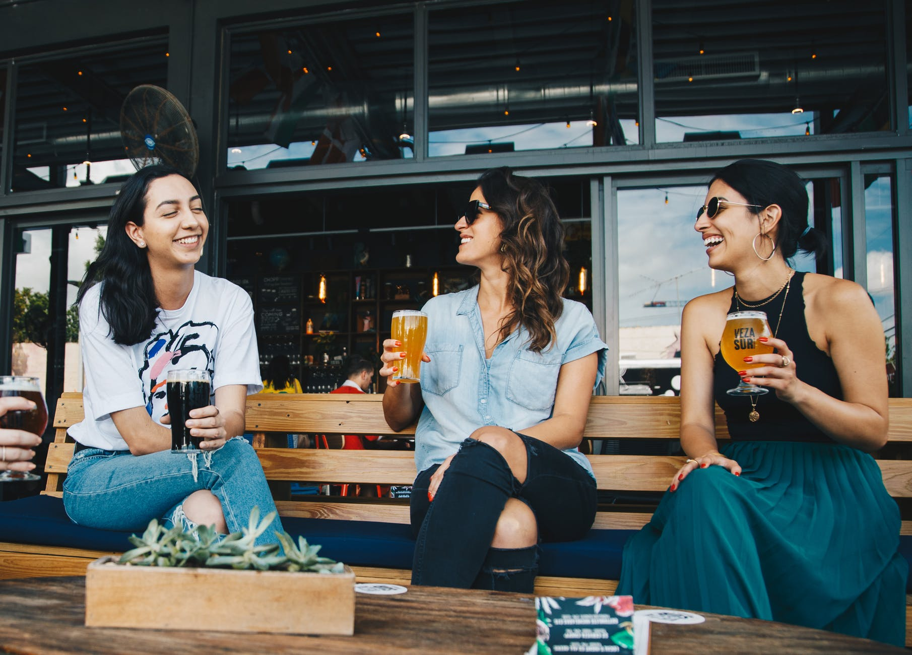 alkohol zena druzenje smijeh zdravlje
