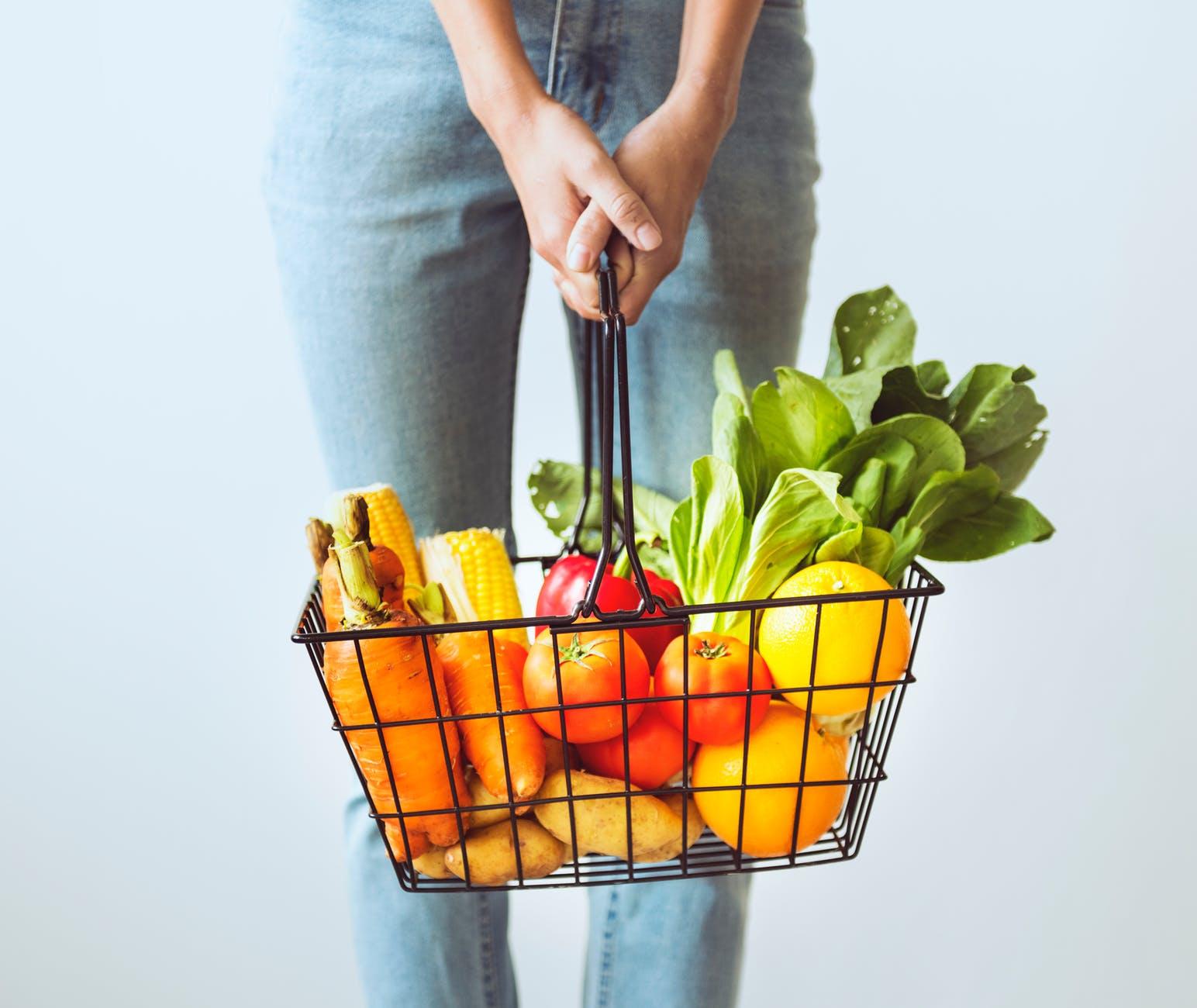 zena noge vitamini hrana kupovina voce povrce