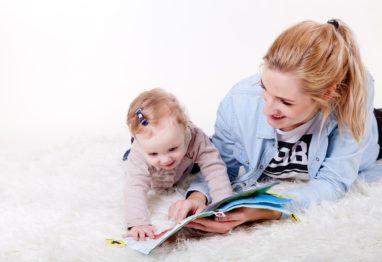 otrok mama branje
