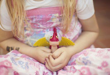 deklica trma igračka