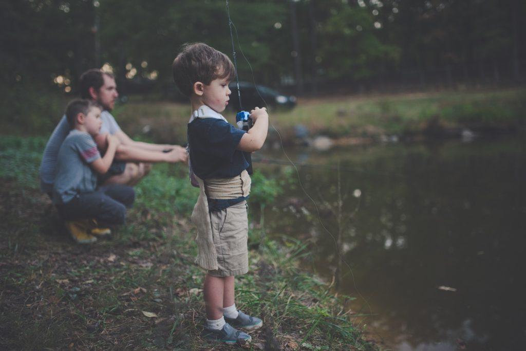oče sin ribarjenje narava povezovanje