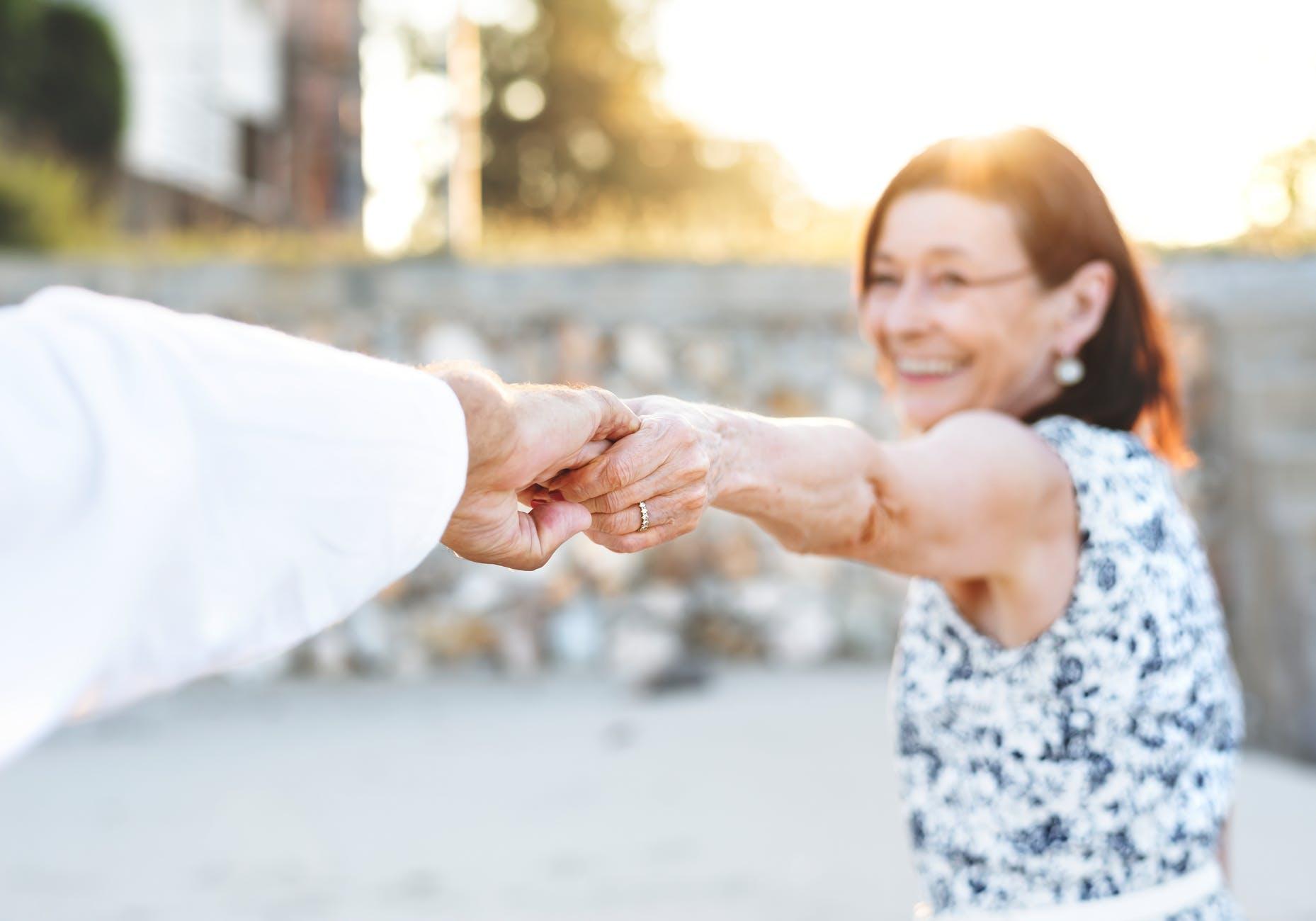 zena stariji zdravlje smijeh aktivnost ljubav menopauza stres hormon