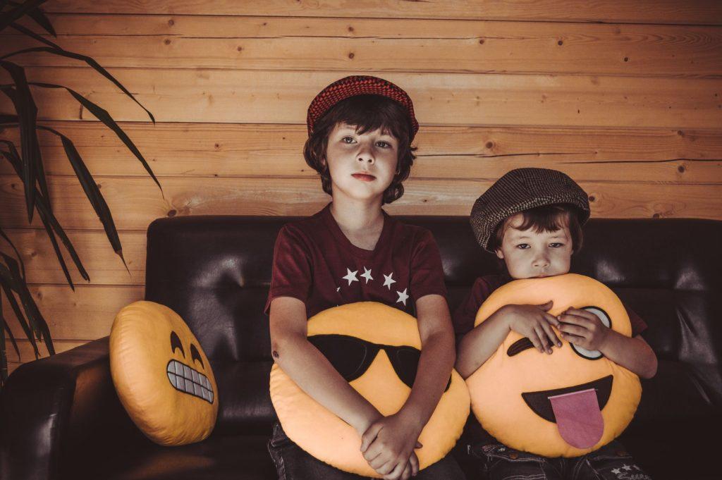 djecak braca druzenje igra osjecaji zuga