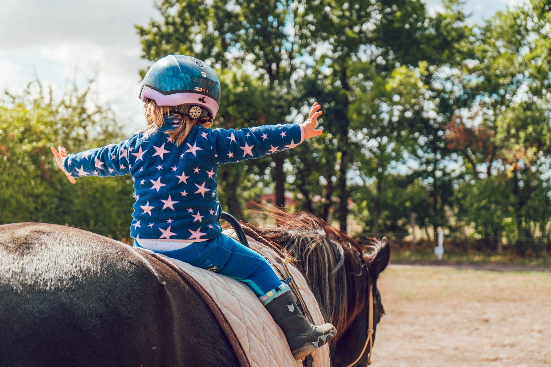 dijete konj jahanje koordinacija motorika ravnoteza terapija autizam tjelovjezba aktivnost