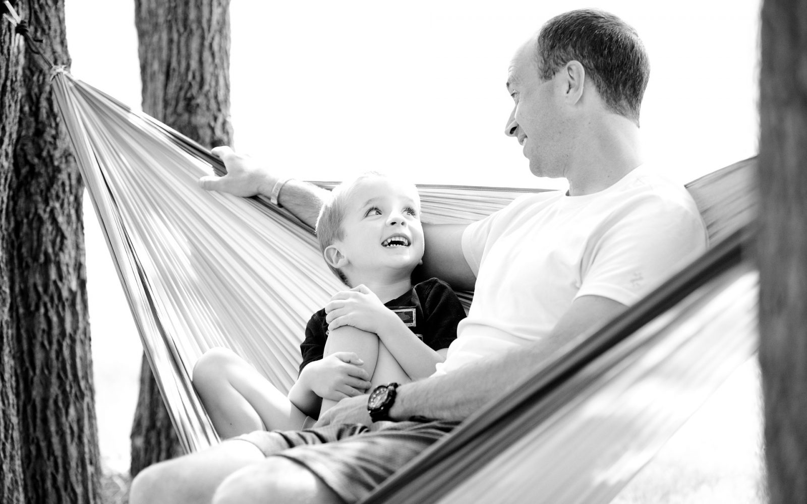 oče in sin druženje gugalna mreža