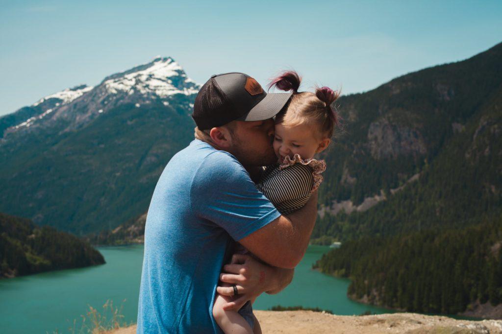 otac tata dijete roditelj ljubav odgoj druzenje smijeh ljeto more ljetovanje