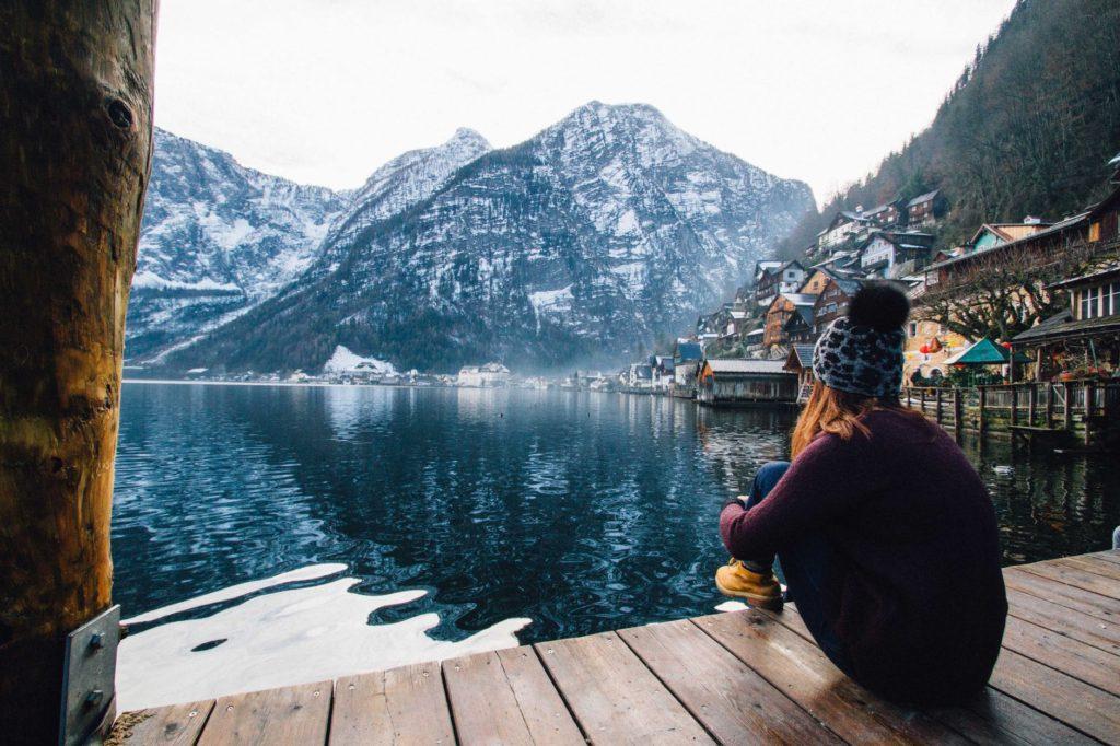 djevojka tinejder adolescencija zima snijeg samoca razmislajnje osjecaj