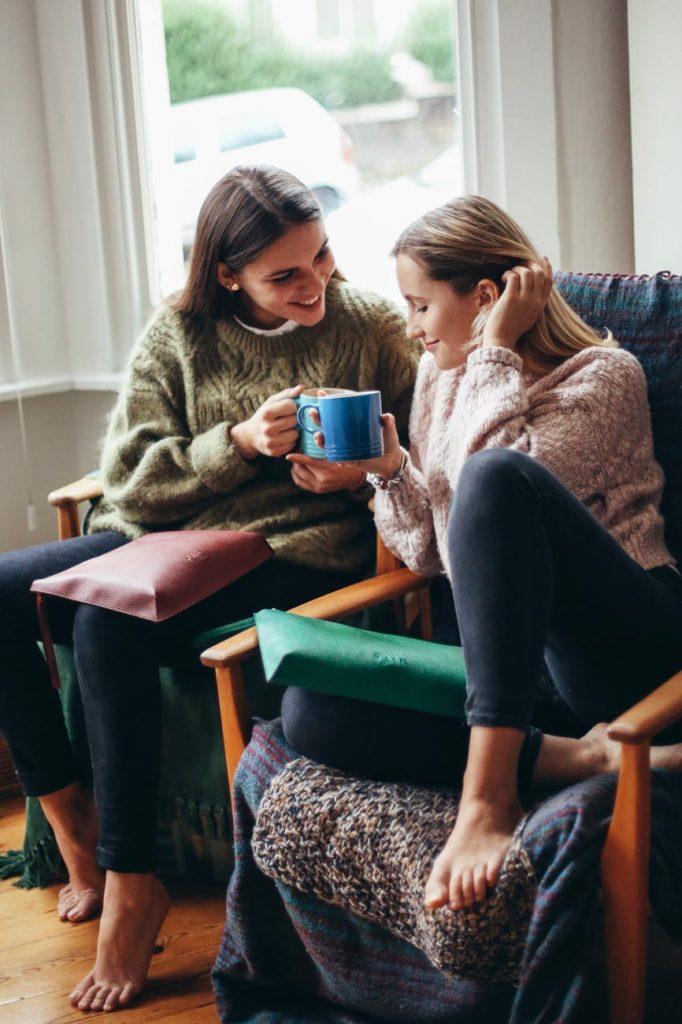 zena tinejdjer prijatelj djevojka razgovor komunikacija kava druzenje smijeh podrska pomoc savjet