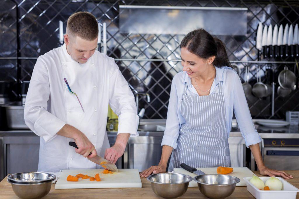 DEOS - PP - pomocnik kuharja mladi DEOS PP 200 zaposlitev mladih na področju socialnovarstvenih storitev