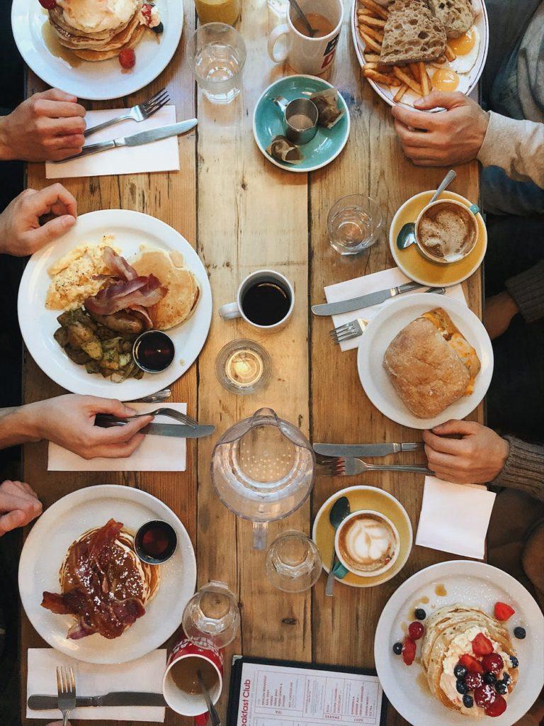 hrana stol druzenje obitelj blagdan prejedanje debljina zdravlje