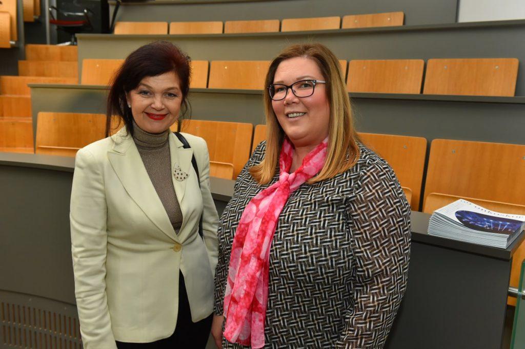 prim. dr. Nena Kopcavar Guček in Kristina Modic na okrogli mizi Zaradi bolezni še ob socialno varnost?