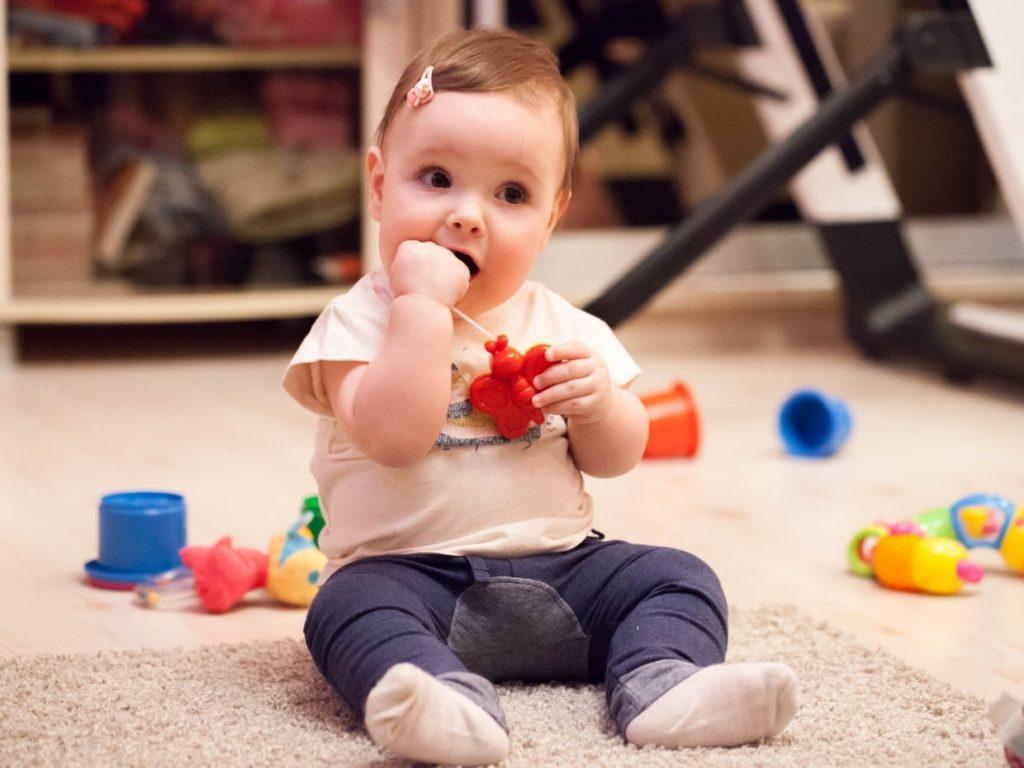 NLB Vita, otrok pri igri, nevarnost zadušitve