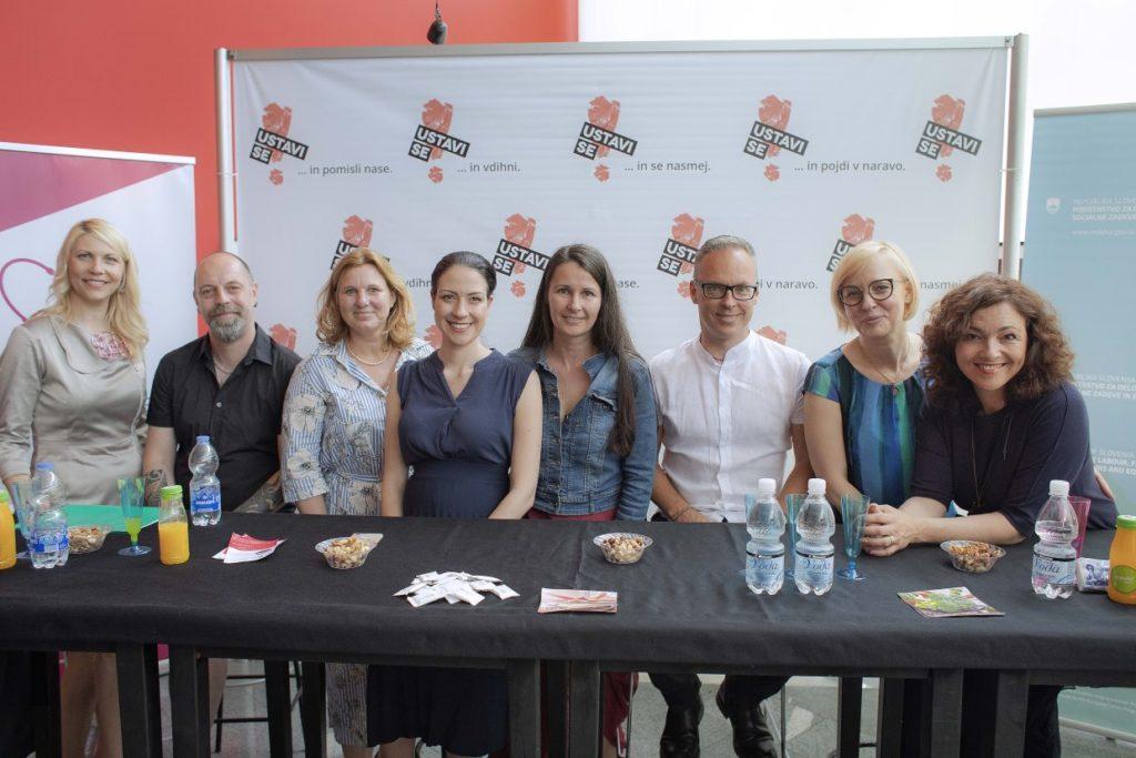 Na sliki od leve: Mateja Bobek, Matic Munc, Anja Vogrič, Eva Kovač, Andreja Verovšek, Sašo Rebolj, Jasna Knez in Polona Požgan.
