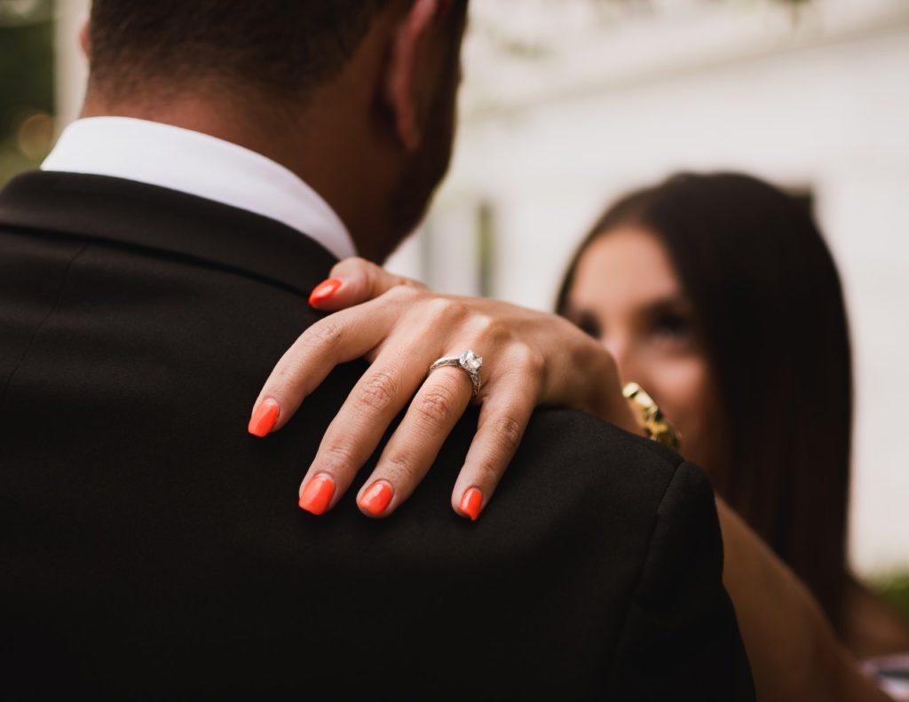Poročeni par pleše komunikacija
