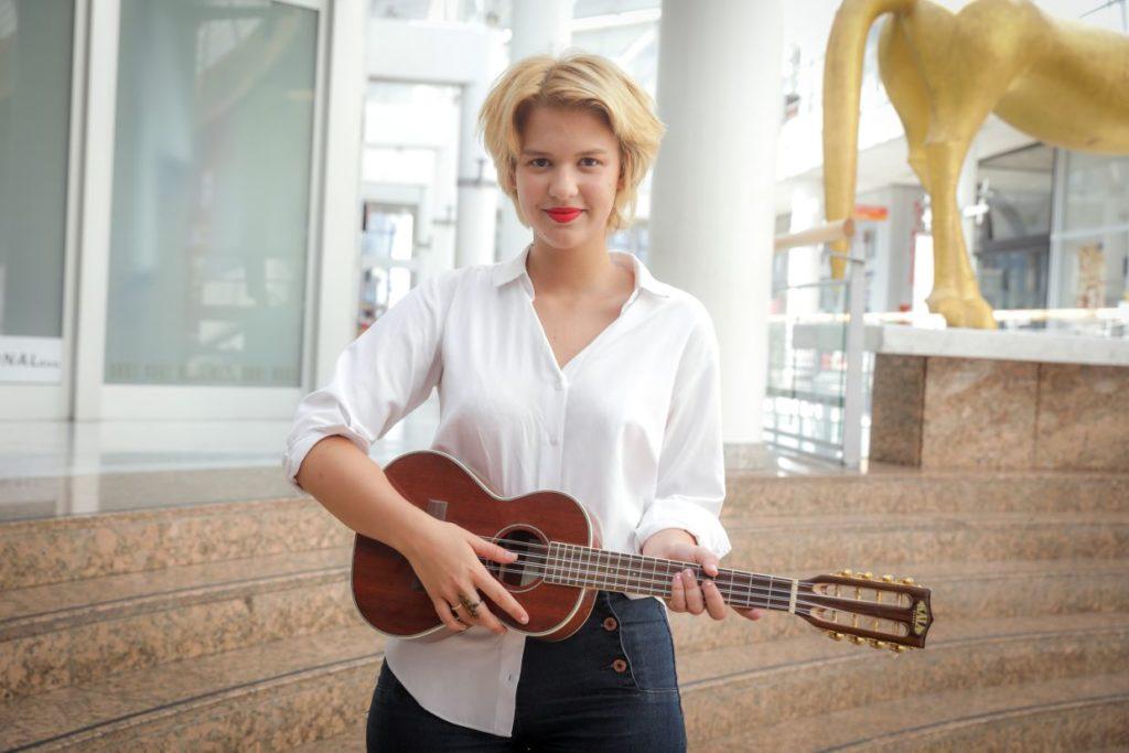 Manca Fekonja, glasbenica in pevka
