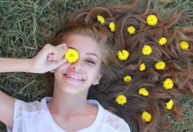 najstnica zadovoljna mladi
