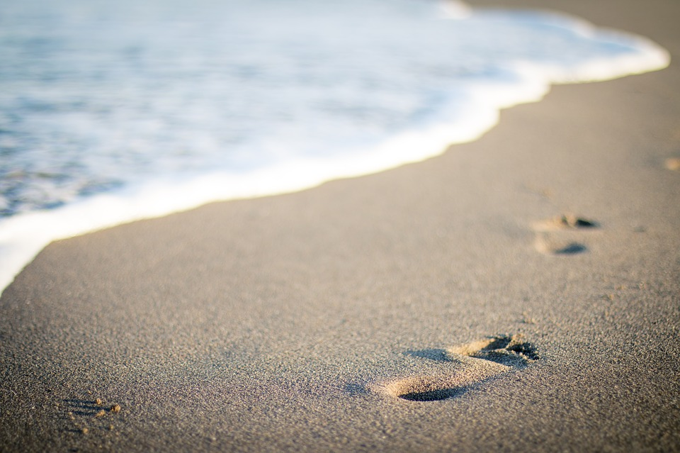 korak naprej - odtis stopal